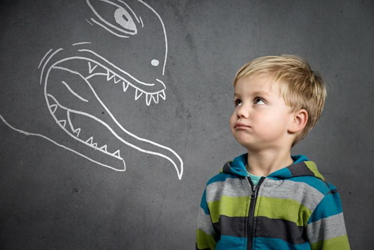 Как преодолеть страх у ребенка? Причины детских